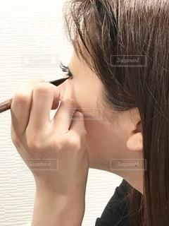 女性,鏡,美容,コスメ,化粧品,美肌,化粧,肌,まつ毛,エクステ,アイライン,アイライナー