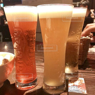 女性,友だち,3人,飲み物,ガラス,テーブル,人物,イベント,グラス,ビール,カクテル,乾杯,ドリンク,女子会,パーティー,アルコール,手元,飲料