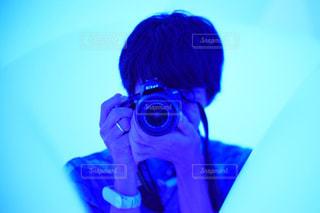 男性,20代,カメラ,青,人物,人,彼氏,チームラボ