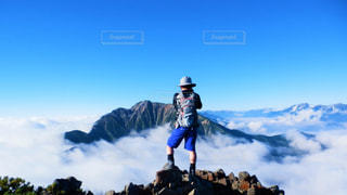 空,岩場,後ろ姿,山,男,登山,雲海,富山,北アルプス,五竜岳,後立山