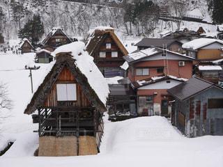 雪に覆われた家の写真・画像素材[1753705]