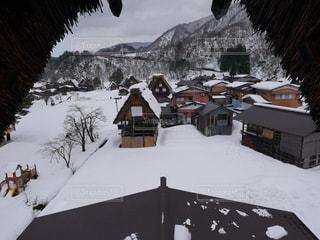 雪に覆われた家の写真・画像素材[1753901]