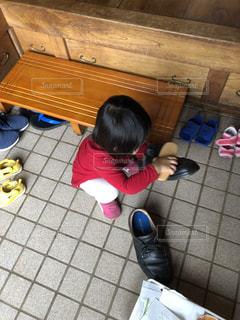 靴磨きのお手伝いの写真・画像素材[1796389]