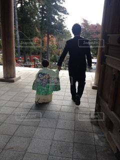 息子と神社へ七五三の参詣の写真・画像素材[1732114]