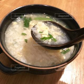 春菊と卵の雑炊の写真・画像素材[1769817]