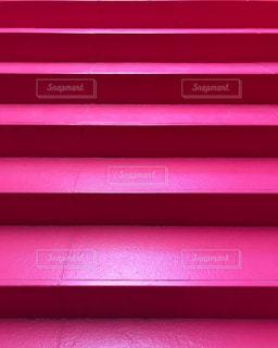 ピンクの階段の写真・画像素材[1792716]