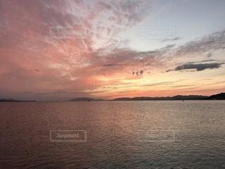 宍道湖の夕陽の写真・画像素材[3421932]