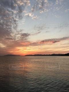 宍道湖の夕陽の写真・画像素材[3421930]