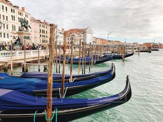 空,建物,屋外,海外,カラフル,ボート,青,旅行,イタリア,海外旅行,ゴンドラ,ヴェネツィア,運河,日中