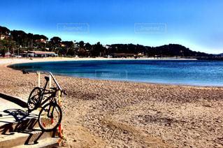 自然,風景,海,空,自転車,屋外,太陽,ビーチ,晴れ,青空,砂浜,波,水面,海岸,ヨーロッパ,旅行,フランス,地面,快晴,南仏,南フランス