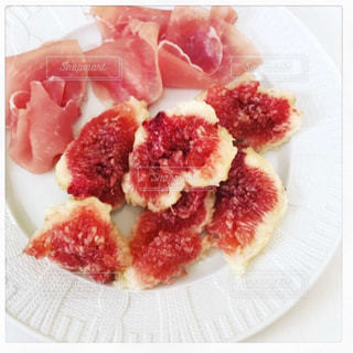 皿の上の食べ物の写真・画像素材[1766925]