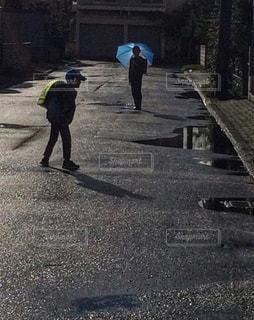 雨上がりの登校の写真・画像素材[851061]