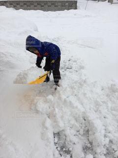 雪が積もったので、自分のダンプでお手伝い中の写真・画像素材[891468]