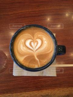 カフェ,コーヒー,白,茶色,ハート,マグカップ,可愛い,ラテアート,ラテ,ベージュ,ミルクティー,朝活,おしゃれ,ミルクティー色,薄茶色