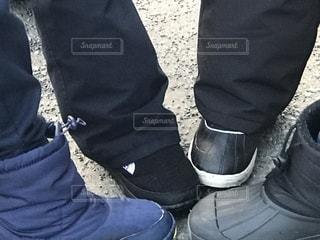 地面に靴のグループの写真・画像素材[1805634]