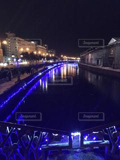 大きな橋が夜ライトアップの写真・画像素材[1736104]