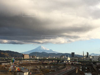 くもり空と富士山の写真・画像素材[1783389]