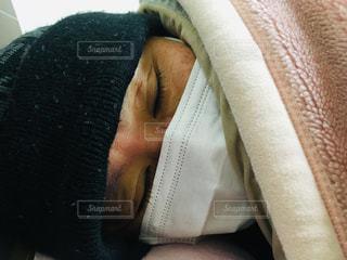 寝ている人の写真・画像素材[1829898]