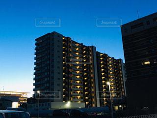 夜空とマンション2の写真・画像素材[2053344]