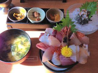 海鮮丼定食+サザエの刺身の写真・画像素材[2069884]