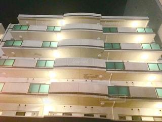 夜のマンションの写真・画像素材[2138022]