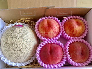 桃とメロンのお中元の写真・画像素材[2315277]