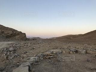 砂漠の中の男の写真・画像素材[1739817]