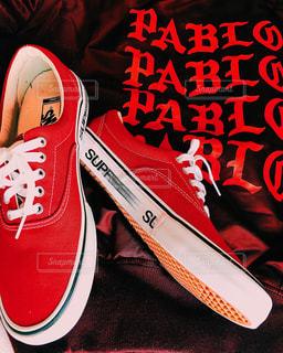 赤い靴のペアの写真・画像素材[1740573]