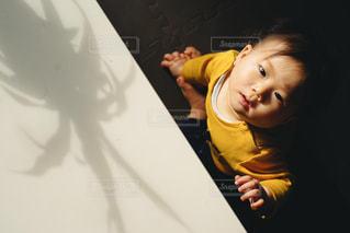 赤ちゃんと光の写真・画像素材[1743647]