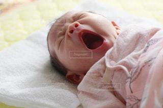 赤ちゃんのあくびの写真・画像素材[1742682]