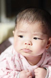 しかめっ面赤ちゃんの写真・画像素材[1745245]
