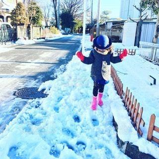雪と女の子と通学路の写真・画像素材[61788]