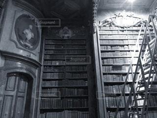オーストリア国立図書館モノクロの写真・画像素材[1745147]