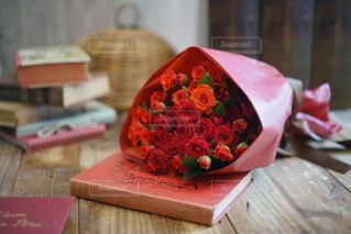 赤いバラのブーケの写真・画像素材[3669575]