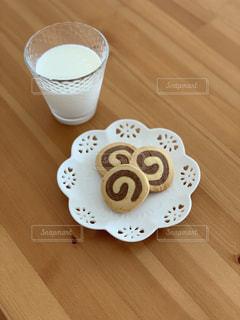 クッキーと牛乳の写真・画像素材[2293167]