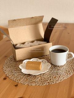 テーブルの上のコーヒー1杯の写真・画像素材[2799781]