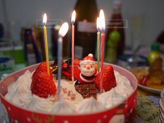 キャンドルとバースデー ケーキの写真・画像素材[1744266]
