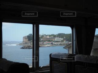 水域の隣の寝室の眺めの写真・画像素材[2322084]