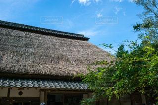茅葺屋根と空の写真・画像素材[1749172]