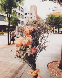 歩道上の花束の写真・画像素材[1747428]