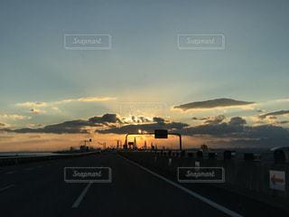 夕暮れ時の都市の景色の写真・画像素材[1746999]