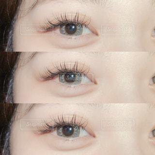 近くに青い目を持つ人のの写真・画像素材[1747224]