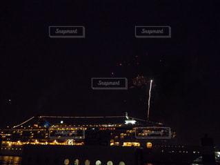 大きな橋が夜ライトアップの写真・画像素材[1747731]