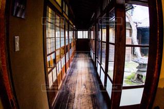 大きな窓付きの部屋の写真・画像素材[814168]
