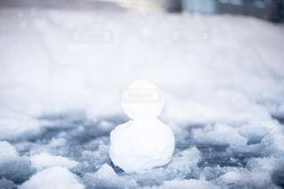 近く雪に覆われたフィールドの写真・画像素材[985553]