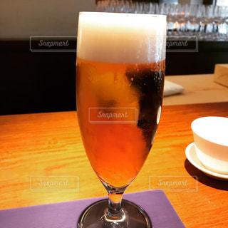 キンキンに冷えてやがる悪魔的なビールの写真・画像素材[3296779]