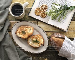 ゆったりな朝食の写真・画像素材[1805614]