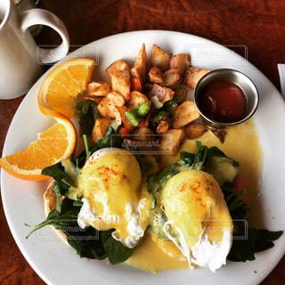 エッグベネディクトの朝食の写真・画像素材[1754215]