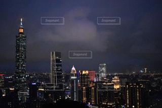 夜の街の景色の写真・画像素材[1754049]