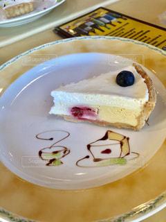 皿の上のケーキの写真・画像素材[1754450]